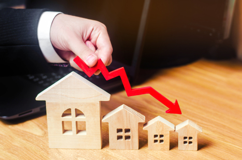 housing experts remain calm about housing price drops